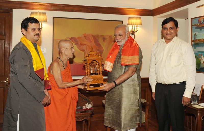 Prime Minister Narendra Modi greets HH Sri Vishvesha Tirtha Swamiji of Pejawar Mutt.