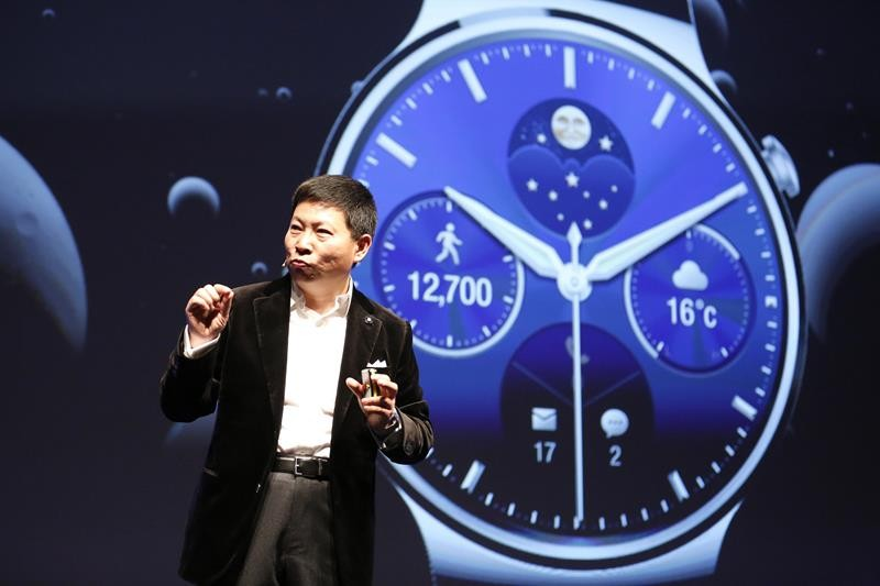Huawei Chief Executive Richard Yu presents the Huawei Watch during a news conference in Barcelona March 1, 2015. Chinese telecom equipment maker Huawei on Sunday launched its first smartwatch, a round-faced device that works with Android phones, joining a