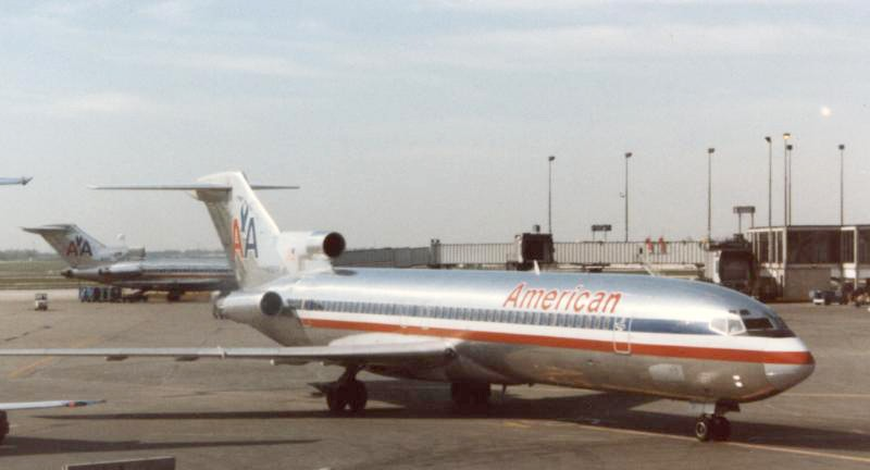 Boeing 727-223 of American Airline