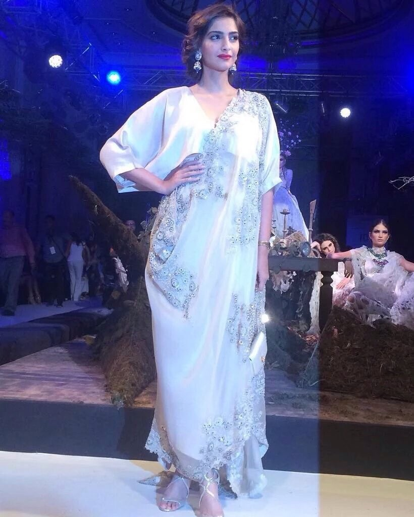 Sonam Kapoor at ICW 2016,Sonam Kapoor,actress Sonam Kapoor,Sonam Kapoor latest pics,Sonam Kapoor latest images,Sonam Kapoor latest photos,Sonam Kapoor latest pictures