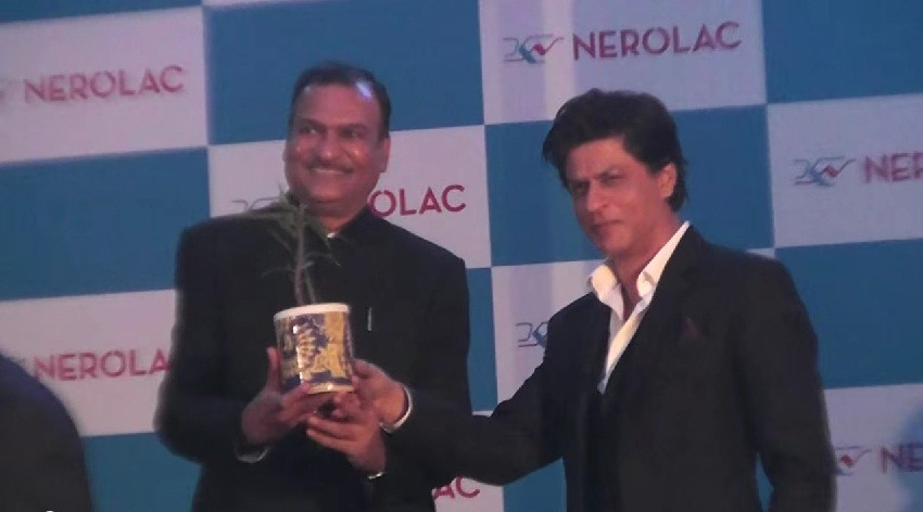 Shah Rukh Khan Visits Nepal To Promote a Campaign