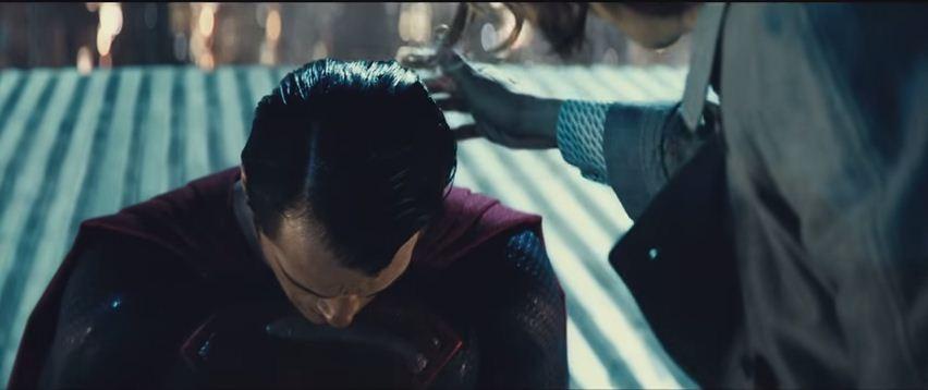 Superman kneels before Lex Luthor in' Batman V Superman' trailer