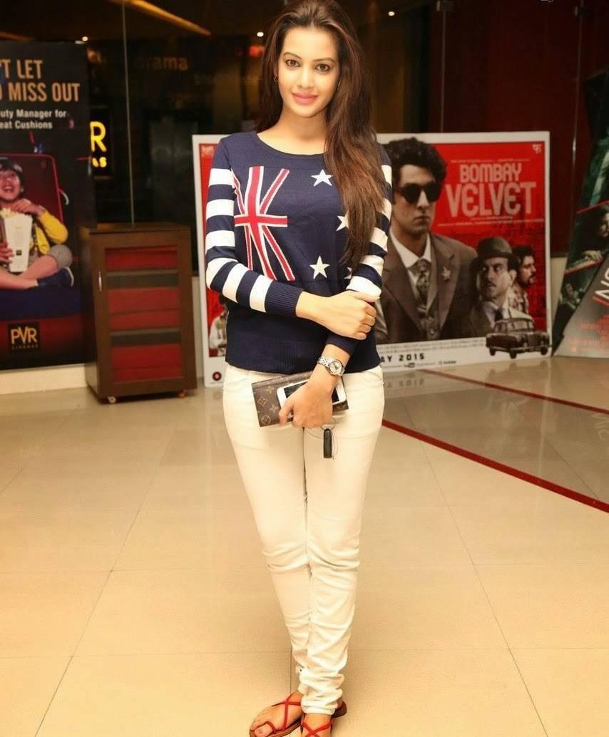 Diksha Panth At 111th Bisket Piku Hindi Movie Screening,Diksha Panth,actress Diksha Panth,Diksha Panth pics,Diksha Panth images,Diksha Panth photos,Diksha Panth stills,Diksha Panth hot pics,hot Diksha Panth,Diksha Panth latest pics,Diksha Panth latest ima