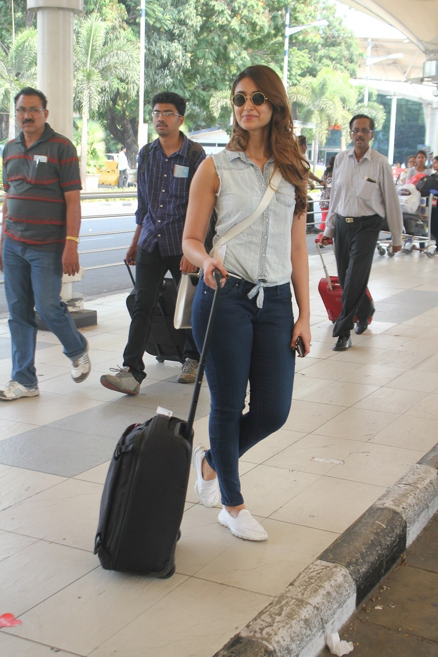 Ileana D'Cruz,Arjun Rampal,Tiger Shroff,Mumbai Airport,Celebs Spotted,photos