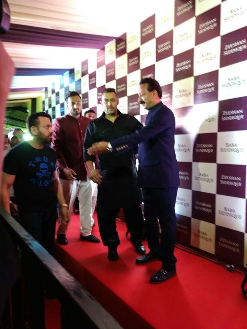 Baba Siddique Iftar party,Baba Siddique,Baba Siddique Iftar party 2016,Salman Khan and Shahrukh Khan together at Baba Siddique Iftar party,Salman Khan and Shahrukh Khan,Salman Khan and Shahrukh Khan at Baba Siddique Iftar party,Baba Siddique Iftar party p