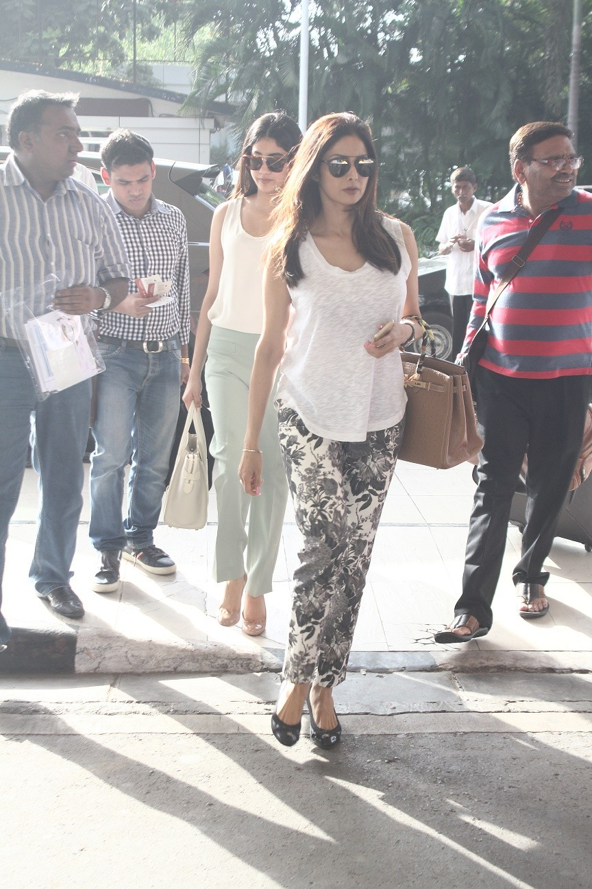 Rajinikanth,Sidharth Malhotra,Sushant Singh Rajput,celebs spotted,photos,mumbai airport