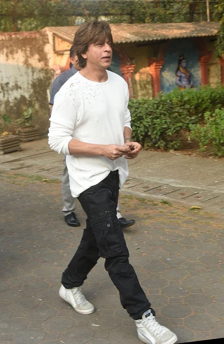 Shah Rukh Khan,Abhishek Bachchan,Bunty Walia,Atul Agnihotri,Nikhil Dwivedi's father,Nikhil Dwivedi,Nikhil Dwivedi father funeral,Nikhil Dwivedi father demise,Nikhil Dwivedi father death