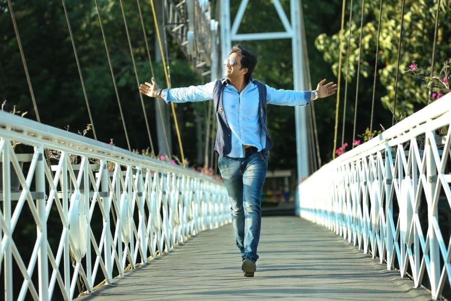 Inimey ippadithaan,inimey ippadithaan stills,inimey ippadithaan photos,santhanam,ashna Zaveri,Akila Kishore