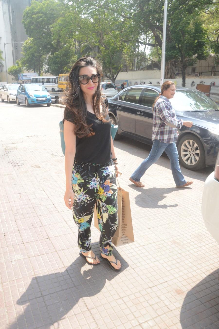 Shahid Kapoor,celebs spotted,Karisma Kapoor,Esha Deol,photos