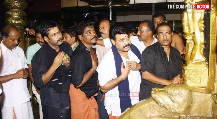 Mohanlal,mohanlal in sabarimala,mohanlal sabarimala photos,mohanlal latest photos,laila o laila