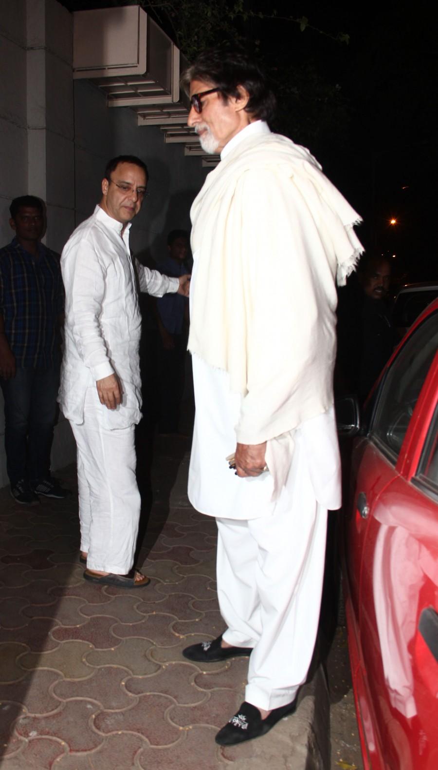 Amitabh Bachchan,Amitabh Bachchan spotted,Amitabh Bachchan photos,celebs spotted,Vidhu Vinod Chopra,celebs at santacruz