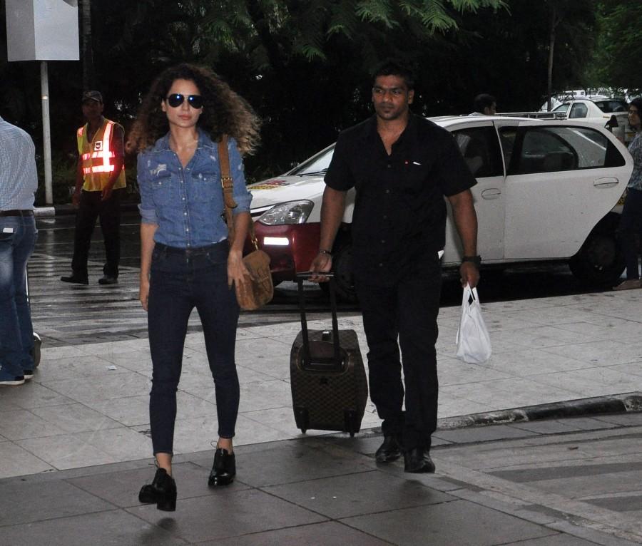Kangana Ranaut,kangana ranaut photos,Tanu Weds Manu Returns,kangana ranaut at airport,mumbai airport,celebs spotted
