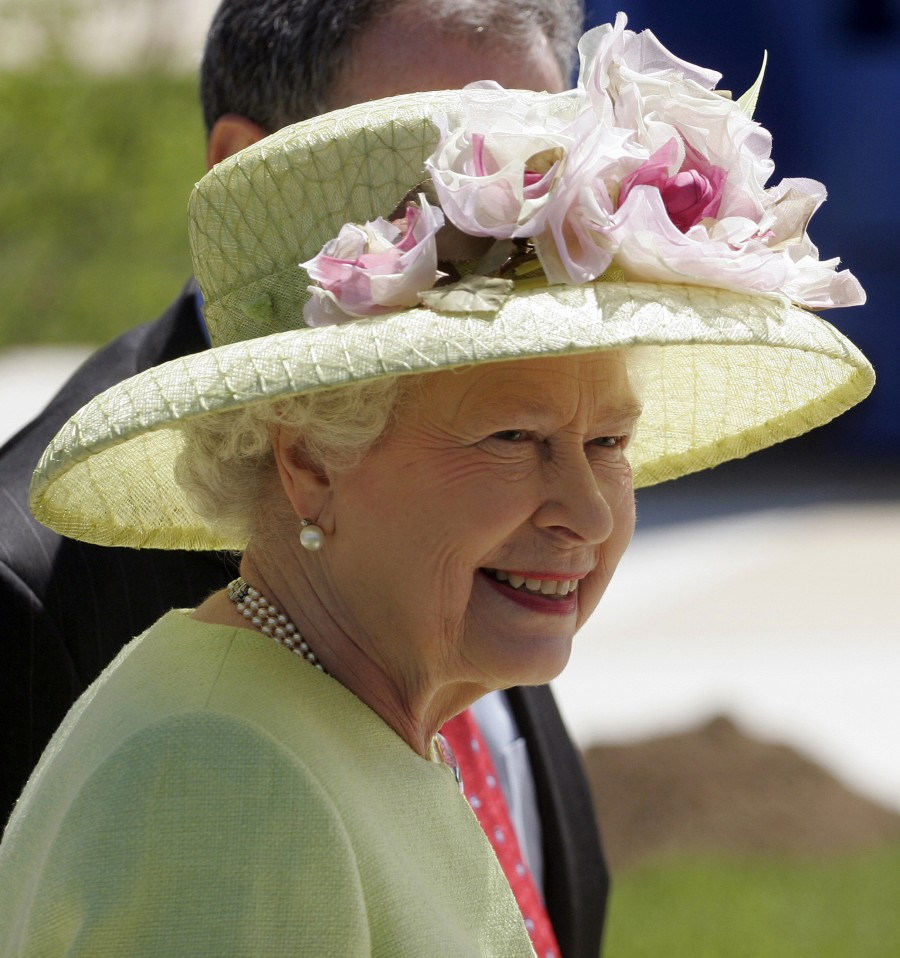 Queen Elizabeth II,queen elizabeth long reign,queen elizabeth record reign,63 year reign,longest reigning British monarch,Queen Victoria,Prince Philip,British Royal Family