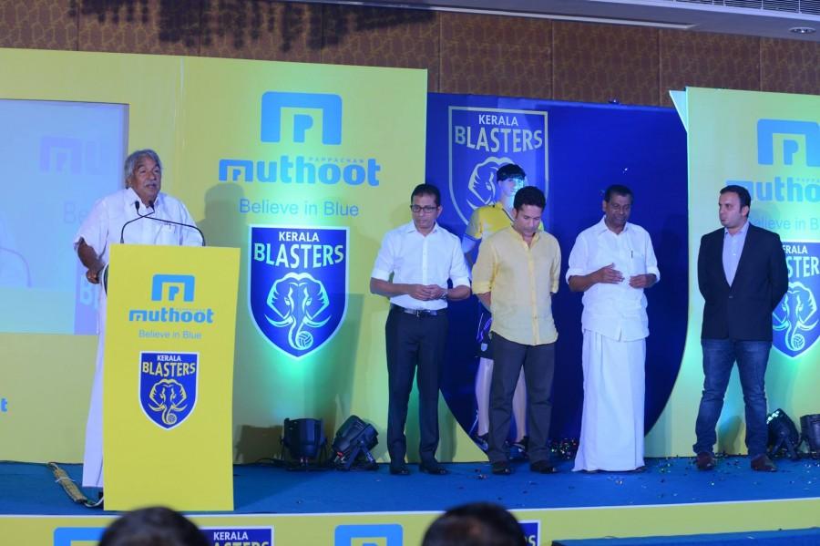 Kerala blasters,Kerala blasters team,Kerala blasters team unveiled,sachin tendulkar,sachin tendulkar kerala blasters