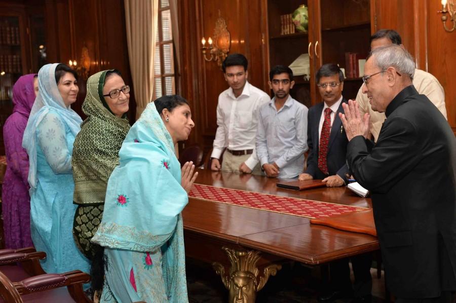 Geeta in india,geeta returns to india,geeta pakistan to india,geeta meets indian president,geeta meets pranab mukherjee,geeta meets Indian PM,geeta meets Narendra Modi,geeta meets Arvind Kejriwal