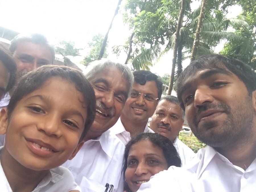 Kerala elections,Oommen Chandy voting selfie,meera nandan,celebrities after voting,voting selfies