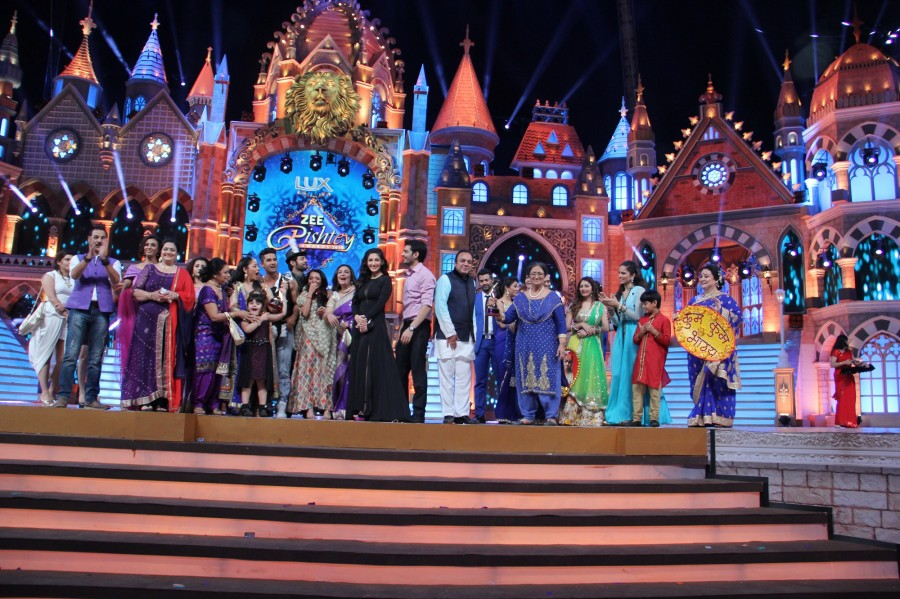 Zee Rishtey Awards 2015,Zee Rishtey Awards,Kumkum Bhagya,Ek Tha Raja Ek Thi Rani,Zee Rishtey Awards pics,Zee Rishtey Awards images,Zee Rishtey Awards photos,Zee Rishtey Awards pictures