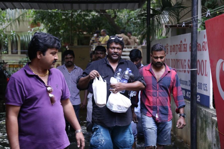 Actor Parthiban,Parthiban helps chennai,Chennai floods,Chennai floods celebs help,Parthiban chennai relief operations