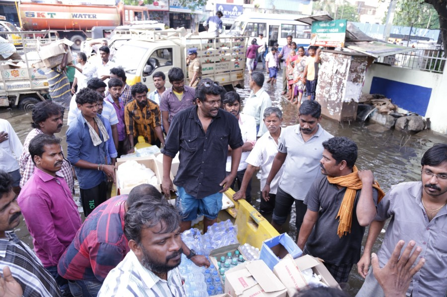 Actor Parthiban,Parthiban helps chennai,Chennai floods,Chennai floods celebs help,Parthiban chennai relief operations