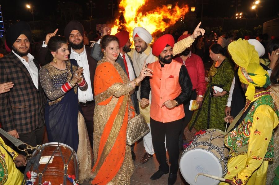 Lohri Di Raat,Lohri festival,Lohri,Lohri celebration,Jeetendra,Ranjeet,Ronit Roy,Pankaj Dheer,Mukesh Rishi