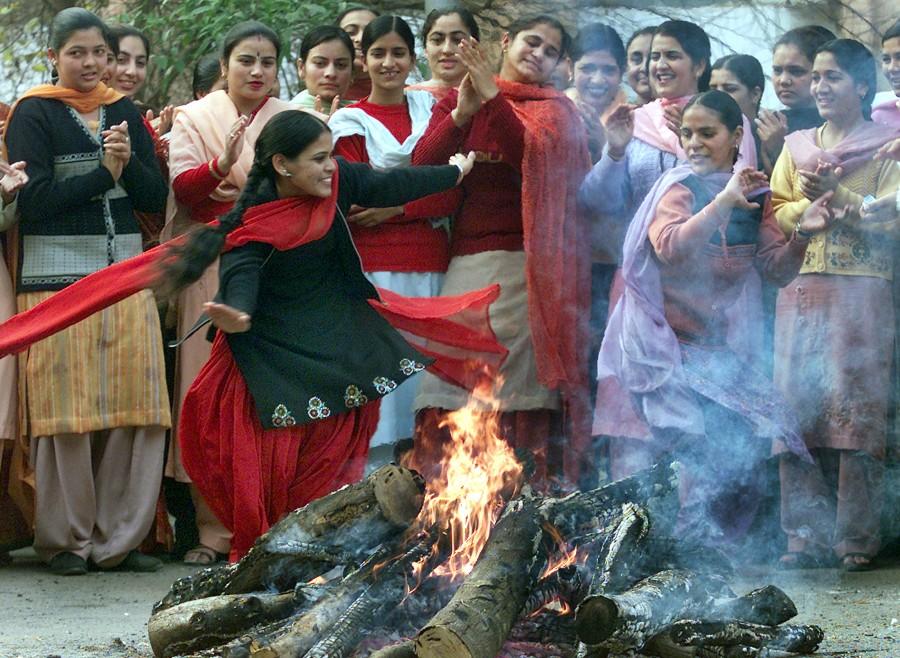 Lohri,Lohri festival celebration,Lohri festival celebration in India,Lohri celebration in India,Lohri celebration,Lohri 2016,Lohri rituals,rituals lohri festival,Lohri Celebrations