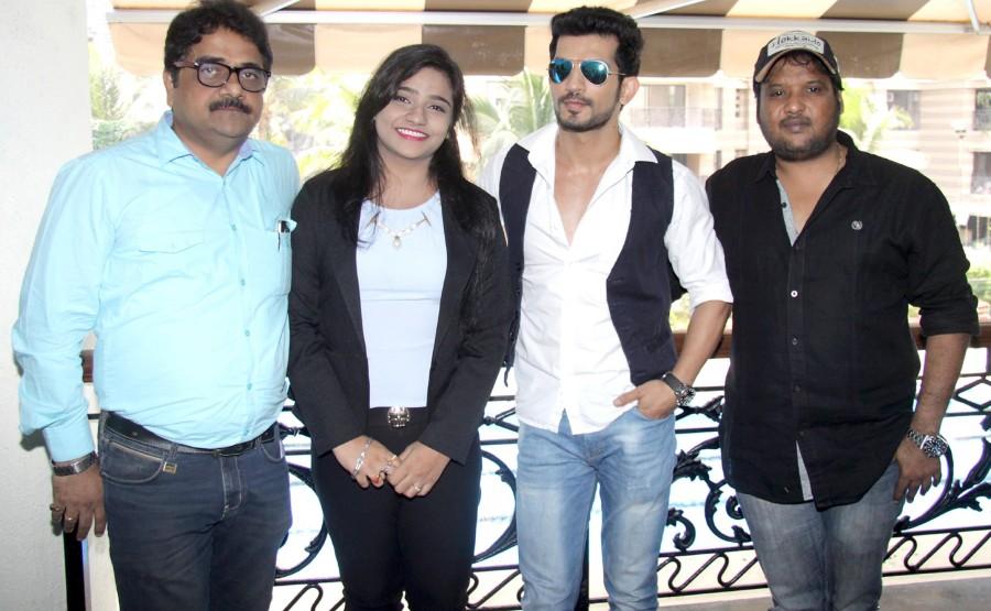 Direct Ishq,Direct Ishq movie promotion,Direct Ishq promotion,Rajniesh Duggall,Arjun Bijlani,Swati Sharrma,Rajiv Ruia,Vivek Kar,Pradeep Sharma