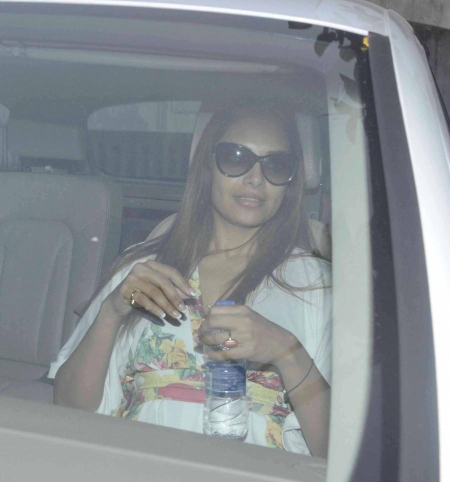 Bipasha Basu,celebs spotted,Juhu,Mumbai,Alone,photos