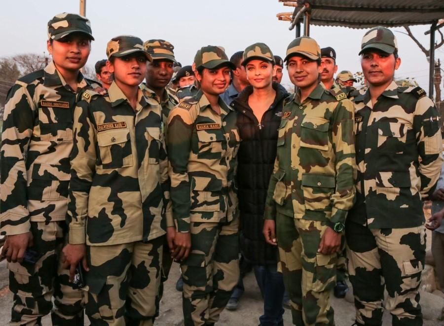 Aishwarya Rai Bachchan,Aishwarya Rai meets BSF?soldiers,Aishwarya Rai,Sarbjit,Omung Kumar,Aishwarya Rai Bachchan meets BSF soldiers