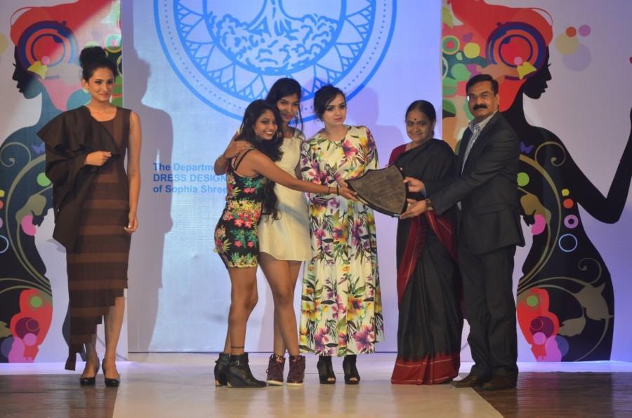 Tvashtar 16,Sophia College's Annual meet,Sophia College,Miss India International Supriya Aiman,Supriya Aiman,Abhay Wagh,Shweta Salve,Marc Robinson,Nisha Harale