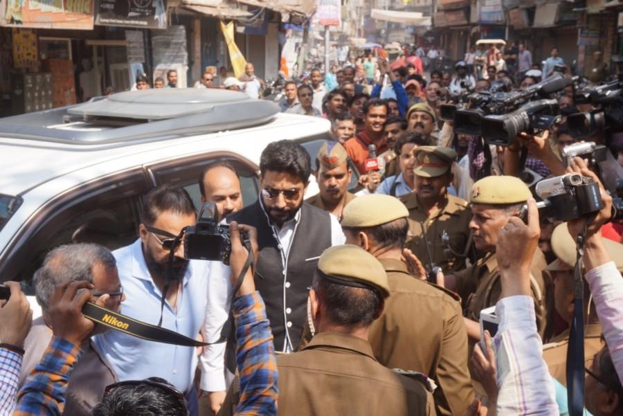Abhishek Bachchan,Abhishek Bachchan at Kashi Vishwanath temple,Kashi Vishwanath temple,actor Abhishek Bachchan,Bachchan,Abhishek Bachchan prays at Kashi Vishwanath temple,Amitabh Bachchan,Amitabh Bachchan son