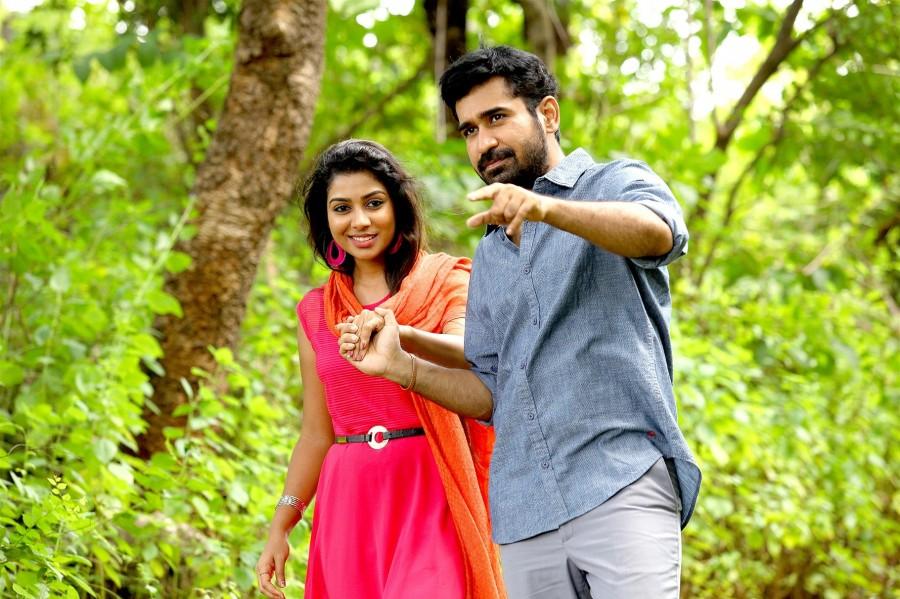 Pichaikkaran,tamil movie Pichaikkaran,Vijay Antony,Santa Titus,Pichaikkaran movie stills,Pichaikkaran movie pics,Pichaikkaran movie images,Pichaikkaran movie photos,Pichaikkaran movie pictures