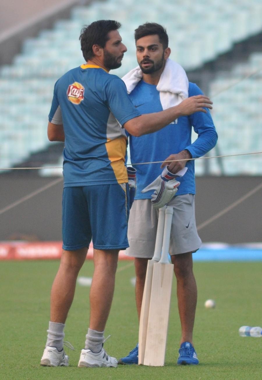 India vs Pakistan,Virat Kohli gifts bat to Mohammad Amir,Virat Kohli gifts bat,Virat Kohli,Mohammad Amir,India vs Pakistan cricket,India vs Pakistan in ICC World T20 2016,India vs Pakistan World T20,India vs Pakistan ICC World T20 2016,India vs Pakistan p