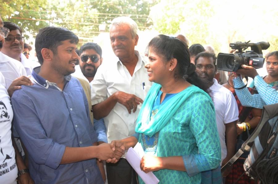 JNUSU,JNUSU president Kanhaiya Kumar,Kanhaiya Kumar arrives at University of Hyderabad,Kanhaiya Kumar,Dalit research scholar,Dalit,Rohith Vemula,University of Hyderabad,Hyderabad University
