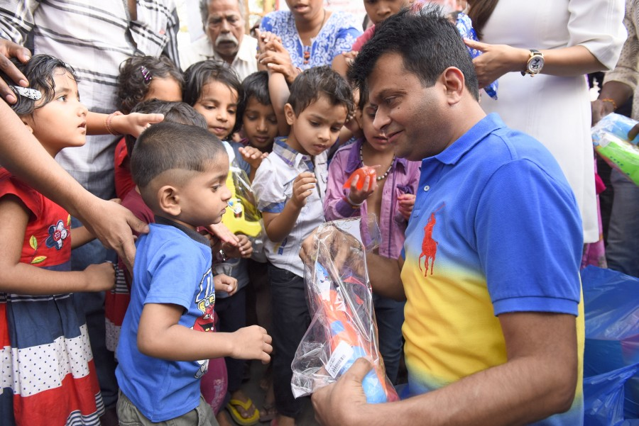 Aneel Murarka,Ample Miission,Holi celebration with underprivileged children,Holi celebration,Holi 2016,Holi,Vivek  Mishra,Shweta Khanduri,Mitali Nag,Shagun Gupta