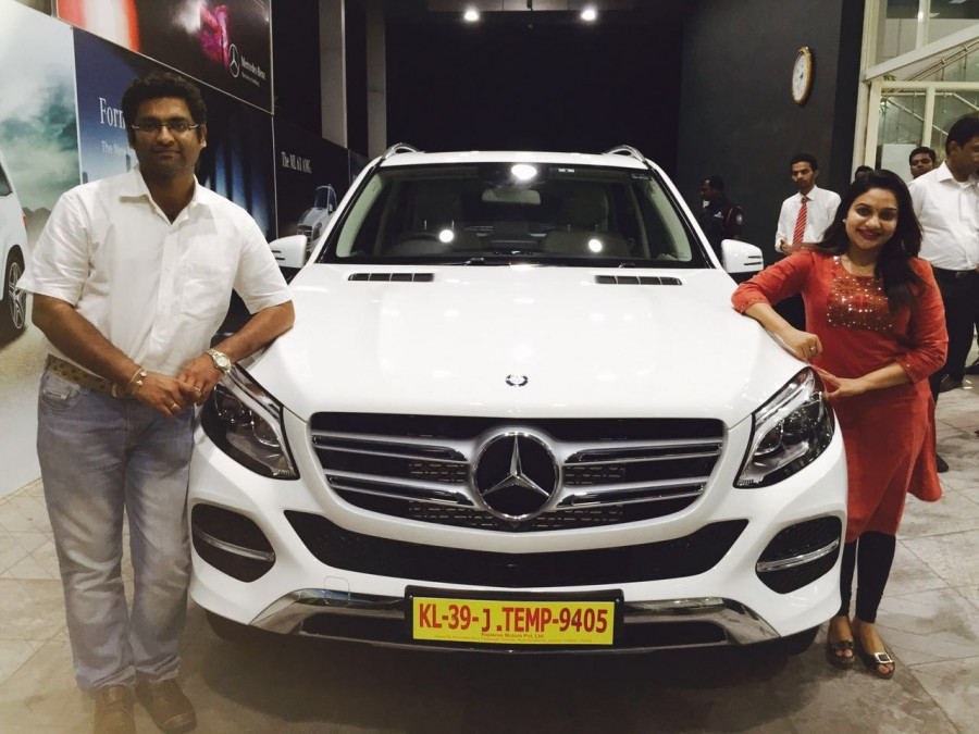 singer rimi tomy owns mercedes benz gle photos images