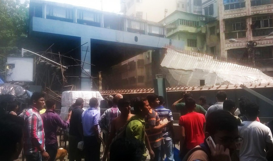 Kolkata flyover collapse,Kolkata flyover,Kolkata flyover collapse  14 dead,flyover collapse,flyover collapse in Kolkata,flyover under construction,flyover under construction collapsed