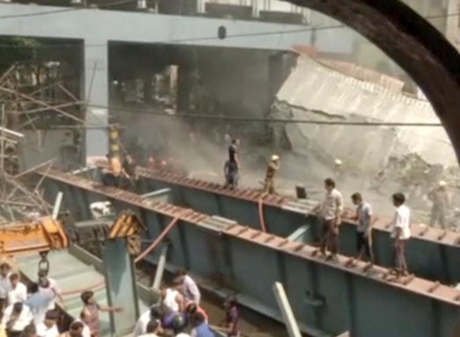 Kolkata flyover collapse,Kolkata flyover,Kolkata flyover collapse  14 dead,flyover collapse,flyover collapse in Kolkata,flyover under construction,flyover under construction collapsed