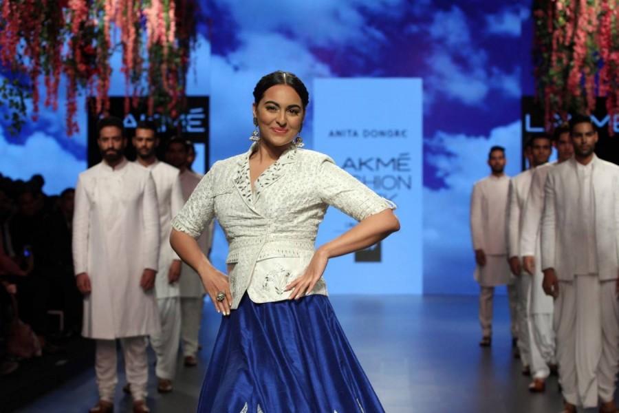 LFW Summer-Resort 2016,LFW,Lakme Fashion Week,Lakme Fashion Week 2016,Amy Jackson,Shruti Haasan,Sonakshi Sinha,Sunny Leone