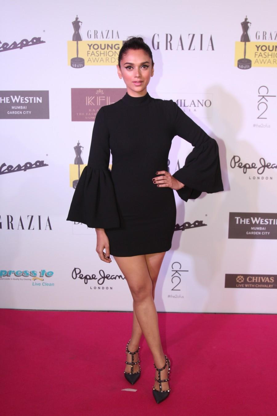 Grazia Young Fashion Awards,Grazia Young Fashion Awards 2015,Grazia Young,Sonam Kapoor,Taapsee Pannu,Sonakshi Sinha,Abhishek Kapoor,Aditi Rao Hydari,Athiya Shetty,Neha Dhupia,Raman Lamba