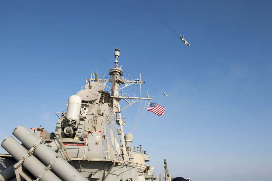 Russian jets fly,Russian jets fly over U.S Ship,Two Russian warplanes,Russian warplanes,warplanes,U.S. military
