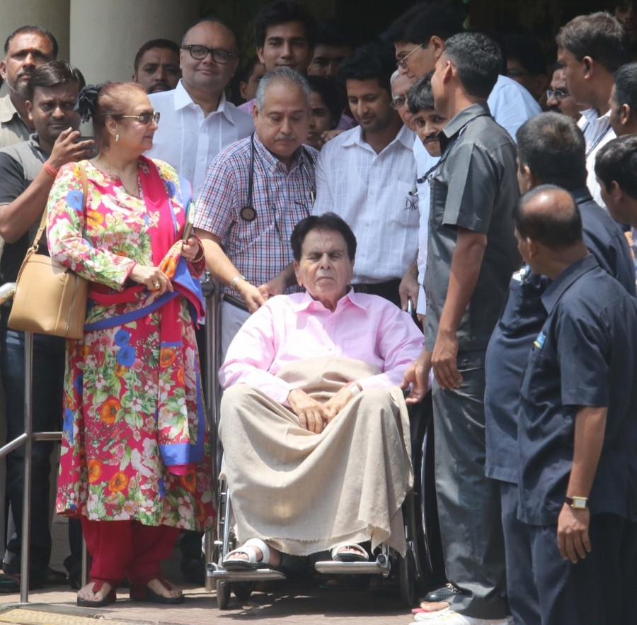 Veteran actor Dilip Kumar,Dilip Kumar,actor Dilip Kumar,Dilip Kumar discharged from Lilavati Hospital,Lilavati Hospital
