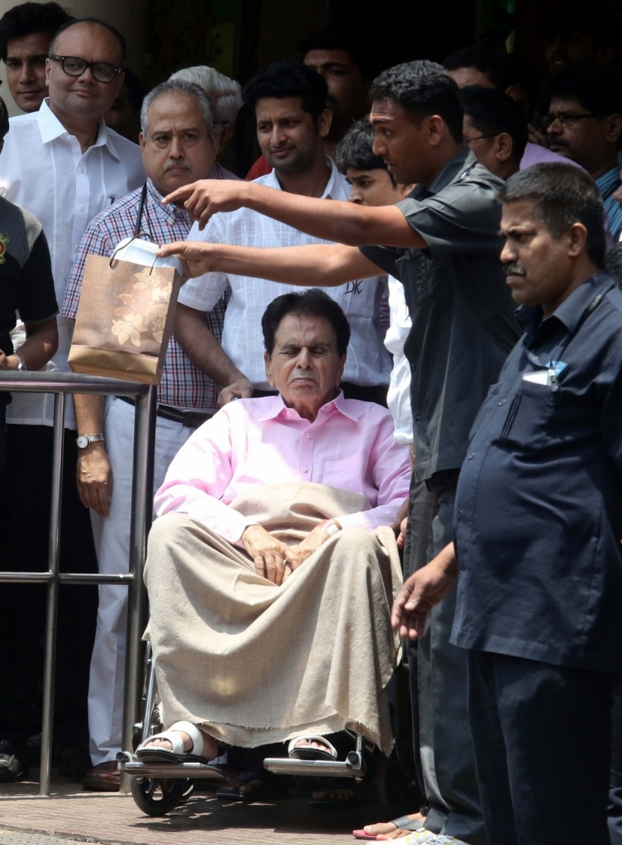 Veteran actor Dilip Kumar,Dilip Kumar,actor Dilip Kumar,Dilip Kumar discharged from Lilavati Hospital,Lilavati Hospital