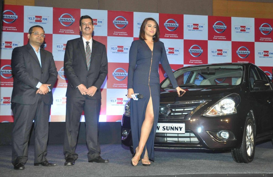 Sonakshi Sinha,Nissan Sunny Sedan,92.7 Big FM,photos