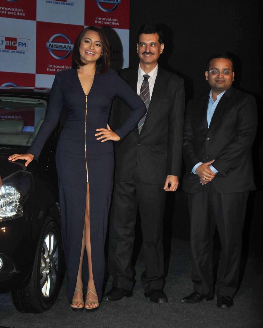 Sonakshi Sinha,Nissan Sunny Sedan,92.7 Big FM,photos