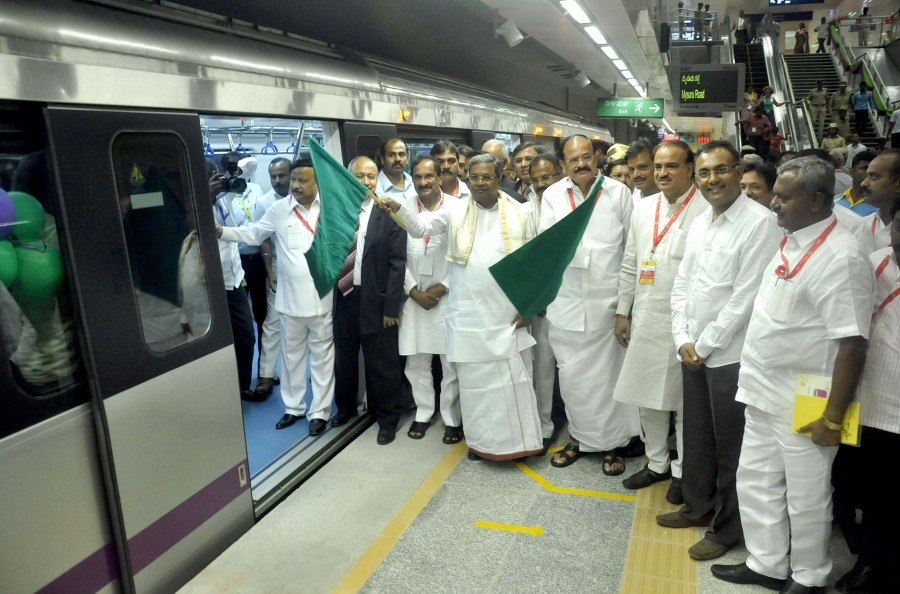Siddaramaiah,Venkaiah Naidu,Siddaramaiah, Venkaiah Naidu flag off south India's first underground Metro,south India's first underground Metro,underground Metro,Namma Metro,Bangalore Metro Rail Corporation Limited,BMRCL