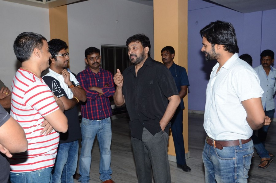 Chiranjeevi,Chiranjeevi watches Supreme movie with Sai Dharam Tej,Supreme,Sai Dharam Tej,Chiranjeevi with Sai Dharam Tej,Supreme special screening,Supreme movie,telugu movie Supreme