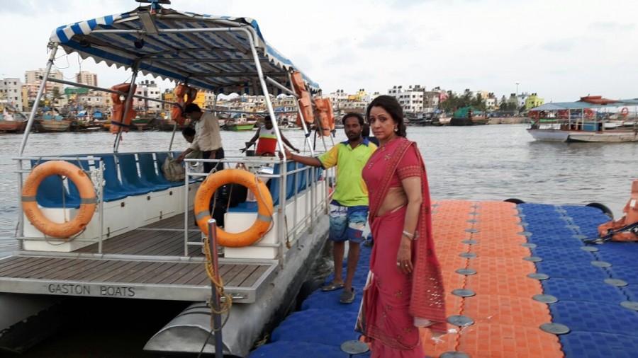 Mathura,Mathura Violence,hema malini missing from mathura,Hema Malini,MP Hema Malini,Hema Malini shooting a film,Hema Malini pics,Hema Malini images,Hema Malini photos,Hema Malini stills,Hema Malini pictures