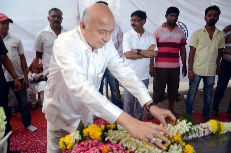 Sulabha Deshpande,Sushil Kumar Shinde,Mahesh Manjrekar,Nana Patekar,Sulabha Deshpande passed away,Sulabha Deshpande death,Sulabha Deshpande dead,Sulabha Deshpande died