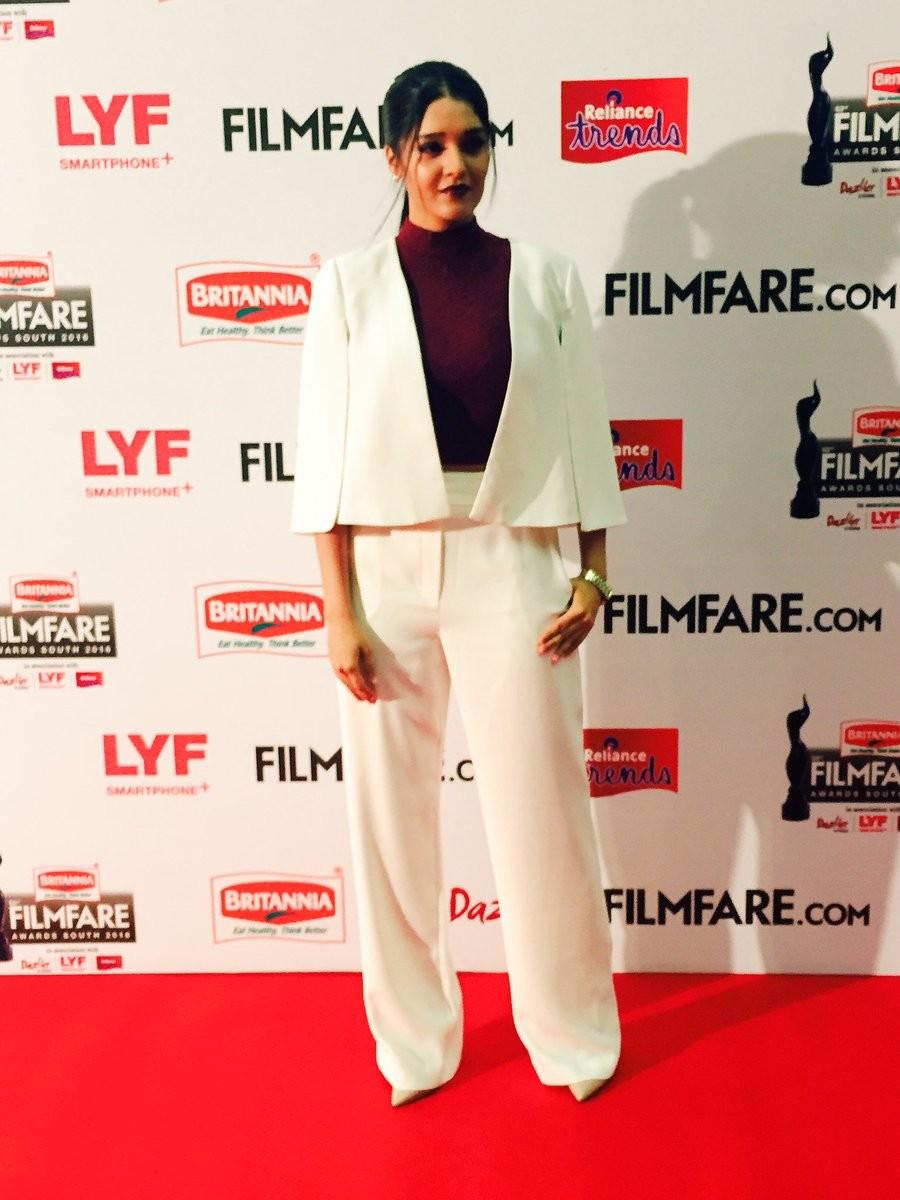 Filmfare Awards 2016,filmfare awards,filmfare awards 2016 performances,Filmfare Awards 2016 nominations,Filmfare Awards 2016 winners,Ritika Singh,Rakul Preet Singh,Parul yadav,Catherine Tresa,Filmfare Awards pics,Filmfare Awards images,Filmfare Awards pho