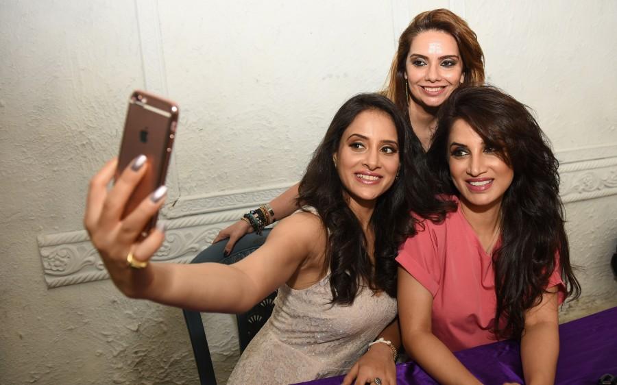 Smita Gondkar,Pinky Asnani (PAM),Shweta Khanduri,makeup  tips,makeup,makeup artist,Monsoon Makeup tips,SPA,PAM Saloon